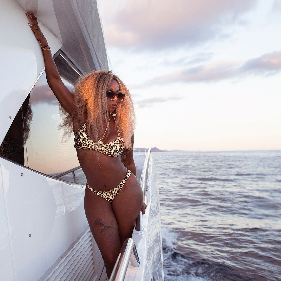 Mary-J-Blige-Sexy-13